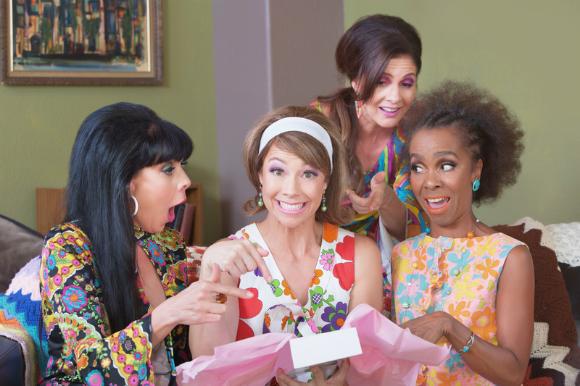 Женщинам больше не нужны духи и конфеты