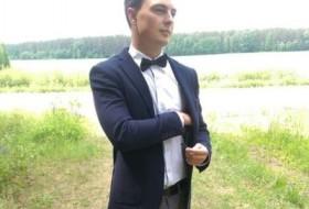 Roman, 27 - Just Me