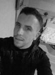Tyler , 33  , Saint-Nicolas