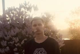 Ivan, 18 - Just Me