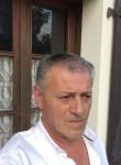 medy, 62  , Pau