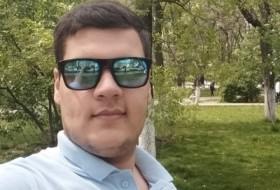 Mahmoud, 20 - Just Me
