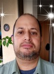 Marcelo  Nunez R, 45  , Santiago