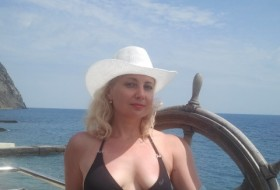 Elis, 40 - Just Me
