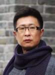 Elee Was, 40, Beijing