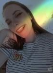 Lena, 20, Saint Petersburg