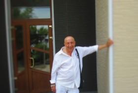 Oleg, 61 - Just Me