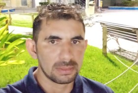 Carlos , 32 - Just Me