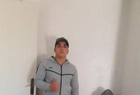 Aaron, 18 - Just Me