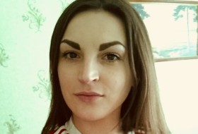 Anna, 28 - Just Me