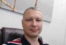 Viktor, 42 - Just Me