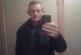 Yurij, 48 - Just Me