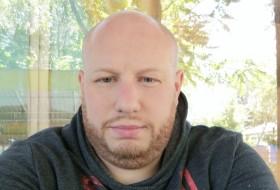 Maksim , 40 - Just Me