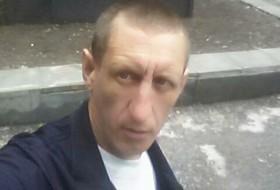 Viktor, 36 - Just Me