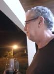 Lau, 60  , Tubarao