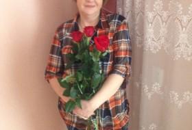 Larisa , 51 - Just Me
