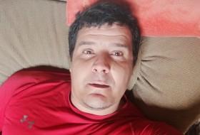 Bernat , 41 - Just Me