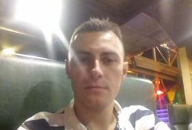 Denis, 27 - Just Me