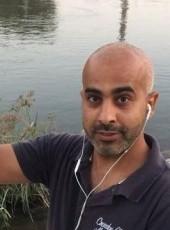 Mohamed, 41, République Française, Paris