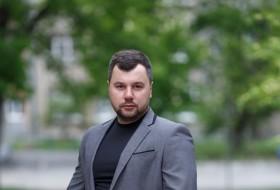 Viktor, 30 - Just Me