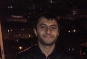 Gagik, 33 - Just Me