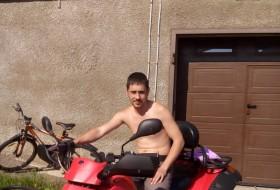 Dmitriy Viktorov, 32 - Just Me