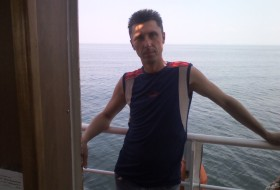 Aleks, 45 - Just Me