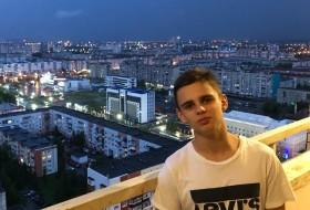 Maks, 18 - Just Me