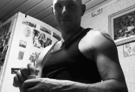 Anton , 34 - Just Me