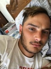Nico, 22, France, Saint-Medard-en-Jalles