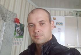 Aleksey Petrov, 39 - Just Me