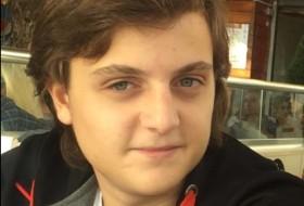 alex, 19 - Just Me