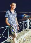 Yasin, 18, Izmir