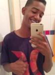 Vitor, 21  , Linhares