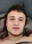 Vasiliy, 23, Paris