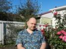 Andrew, 48 - Just Me Пузо и бритый череп на фоне роз