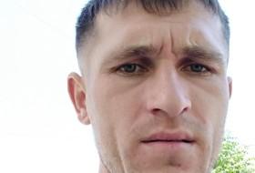 Mikhail, 30 - Just Me