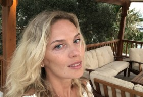 Yana, 40 - Just Me