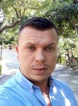 Genci, 32  , Tirana