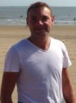 Adrien, 31  , Royan