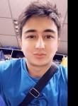 Makhi, 24, Bishkek