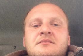 Viktor , 31 - Just Me