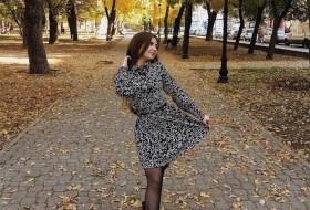 Yuliya , 27 - Just Me