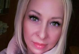 Yana , 43 - Just Me