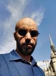 Youssef, 37  , Paris