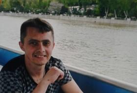 Vadim , 43 - Just Me