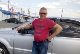 Valeriy, 66 - Just Me
