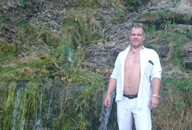 Anton, 45 - Just Me