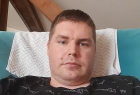 Matej, 30 - Just Me
