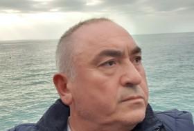 Ali, 54 - Just Me